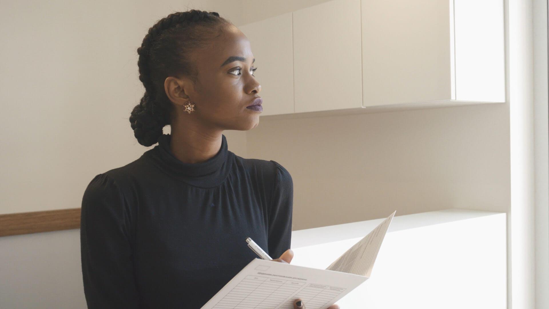 Что работодатель не может делать в отношении беременной женщины?